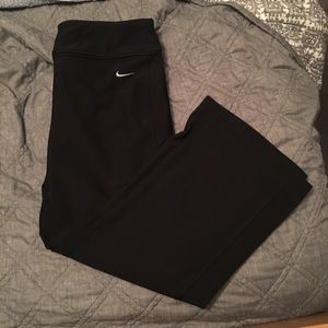Nike Bootcut Ankle Length Workout Pants (Medium)